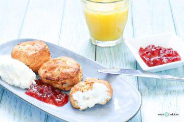 scones met appel en clotted cream