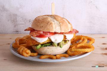 Kipburger_met_avocado_en_alioli