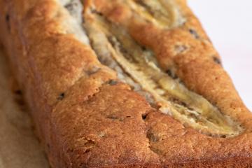 Blauwe bessen brood met witte chocolade en banaan
